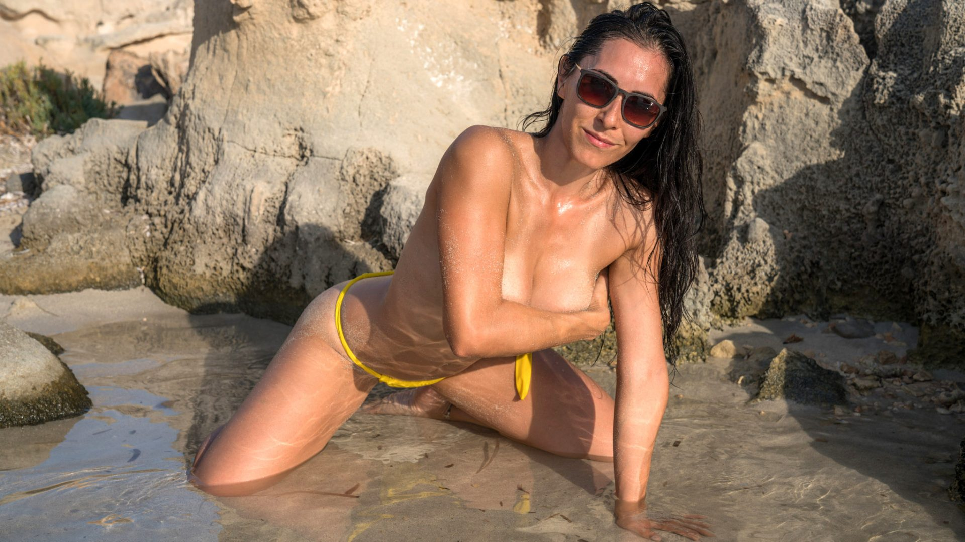 helen-v-yellow-and-topless-42