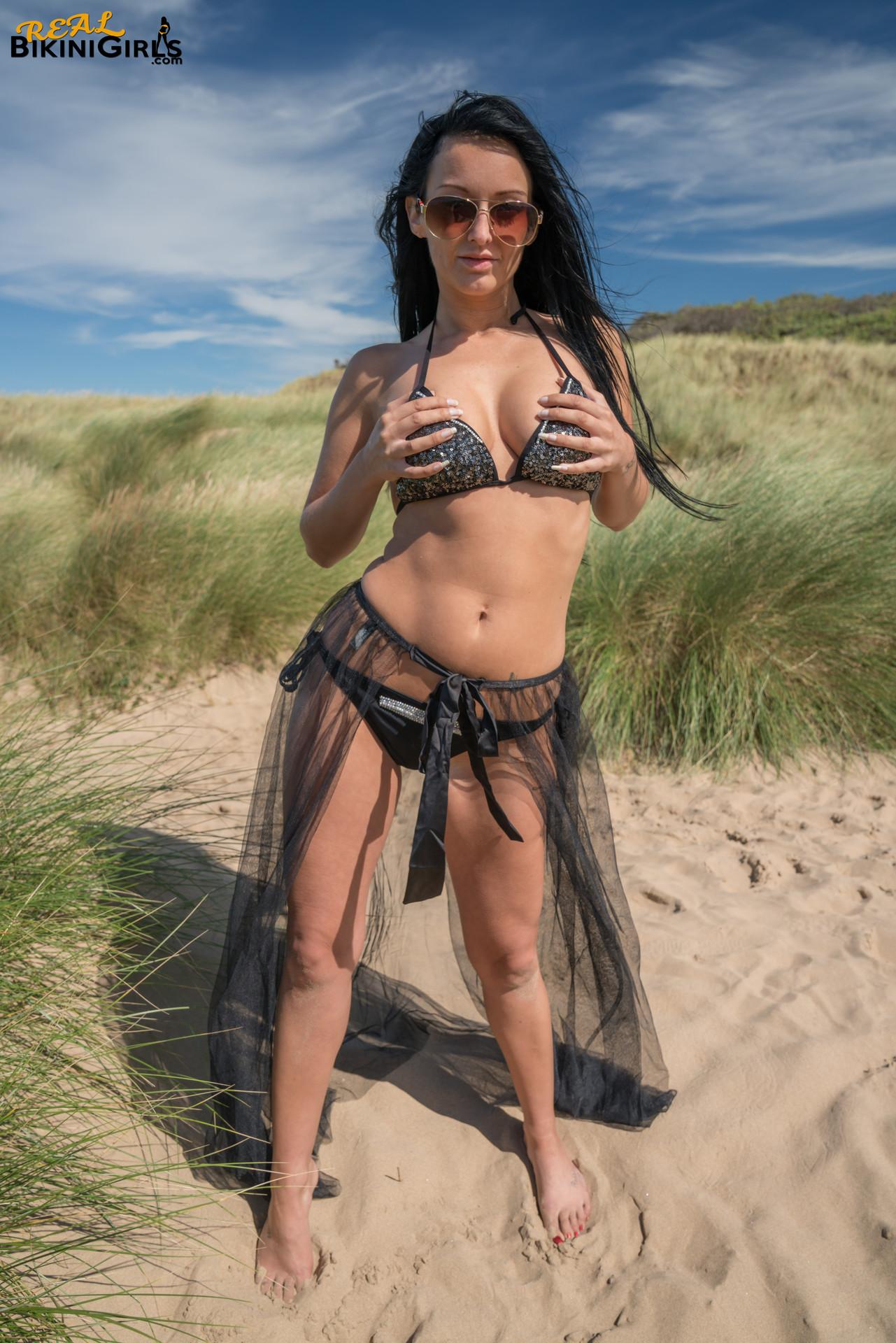 Sparkling In The Sun - Real Bikini Girls