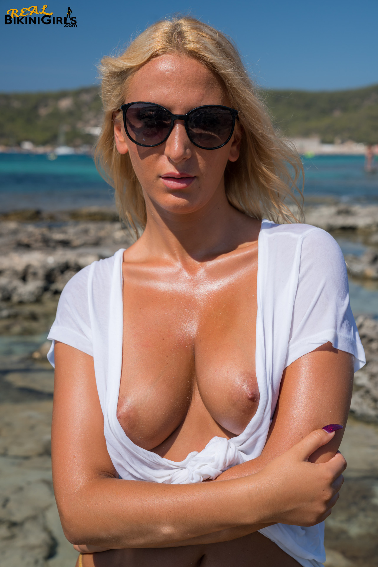 Girls with big boobs wet t shirt